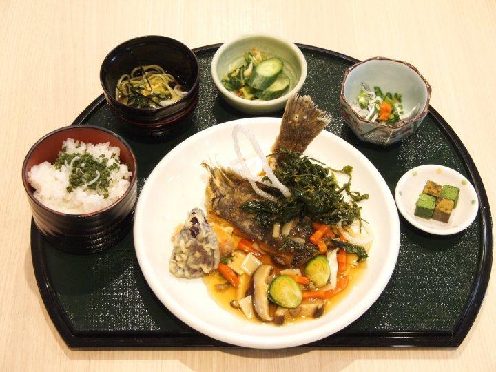 2019年初春「茶葉たっぷり鰈の餡かけ風膳」1300円-s